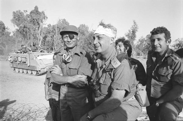 אריאל שרון ומשה דיין במלחמת יום הכיפורים