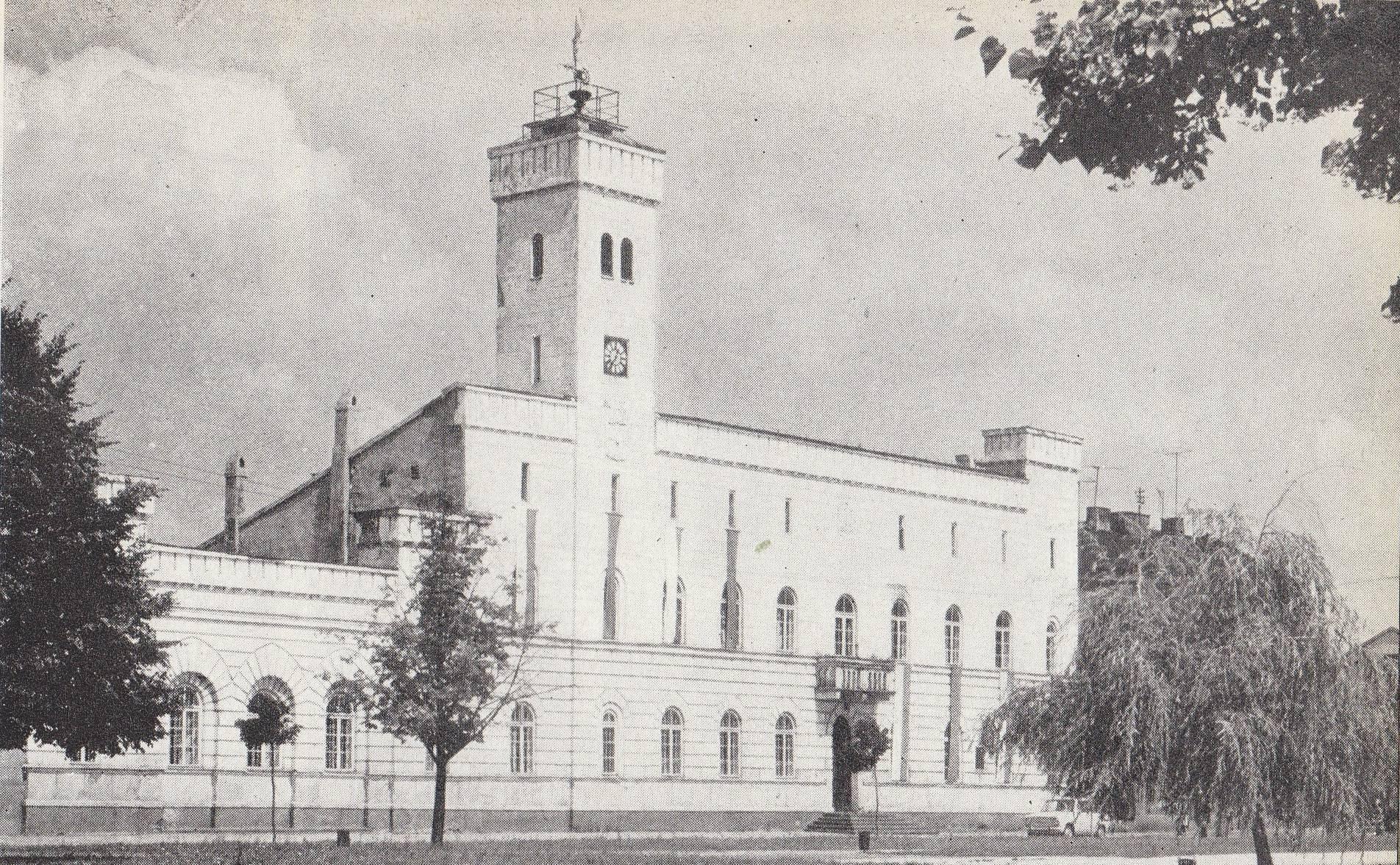 File:Ratusz w Radomiu.jpg - Wikimedia Commons