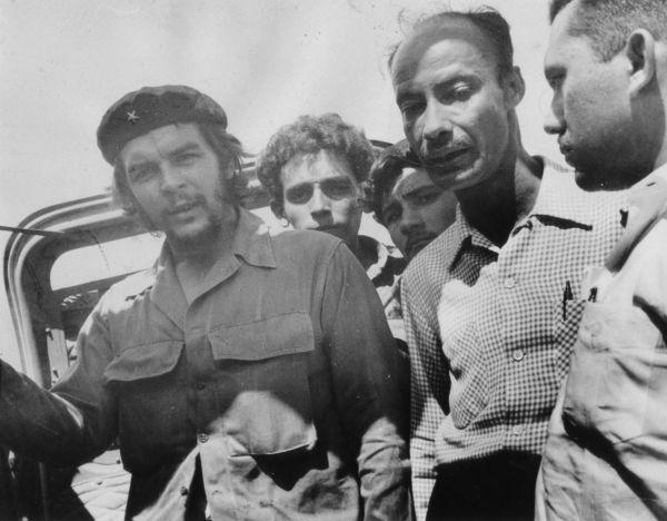 Robert A. Paneque y Ernesto Che Guevara, en Bayamo, mayo de 1959.