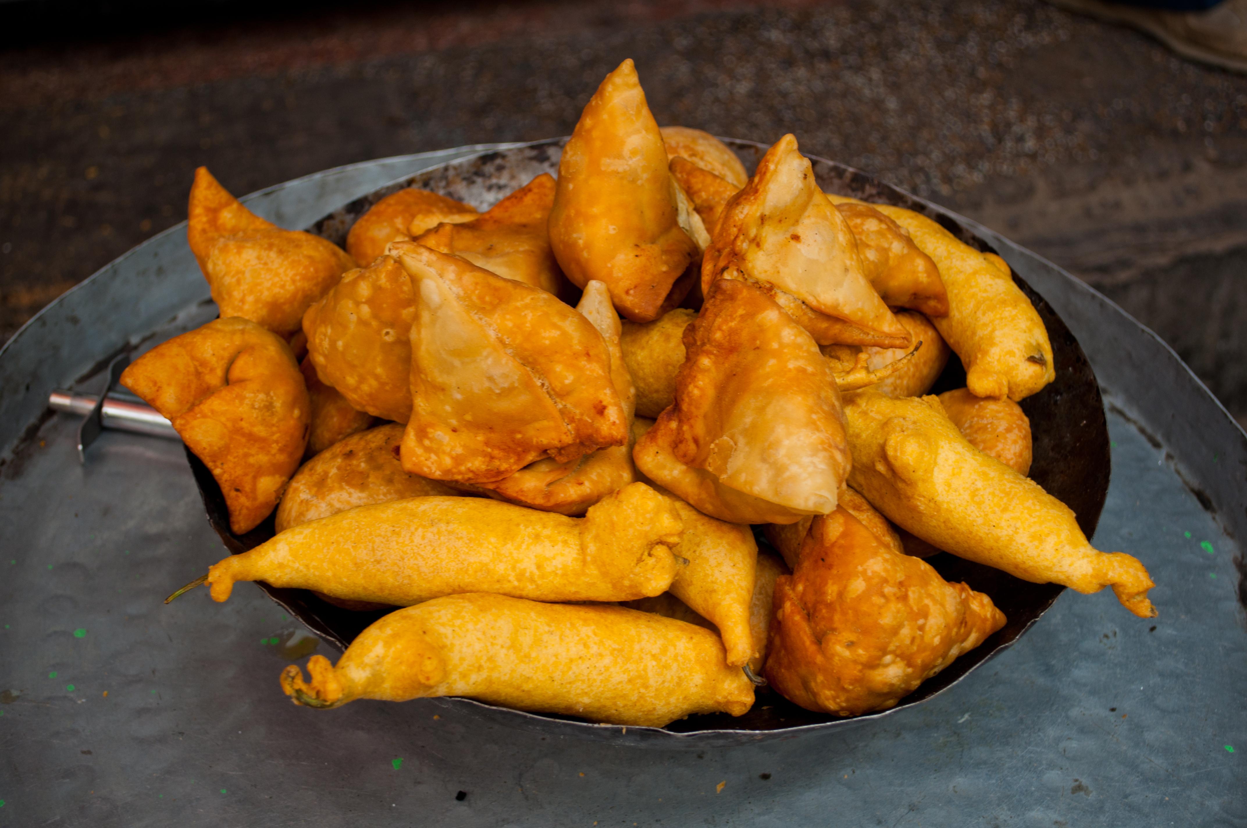 File samosas and pakoras in jaipur for Awadhi cuisine history