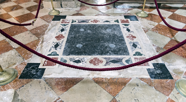 FileSanta Maria dei Carmini Venice Tomba
