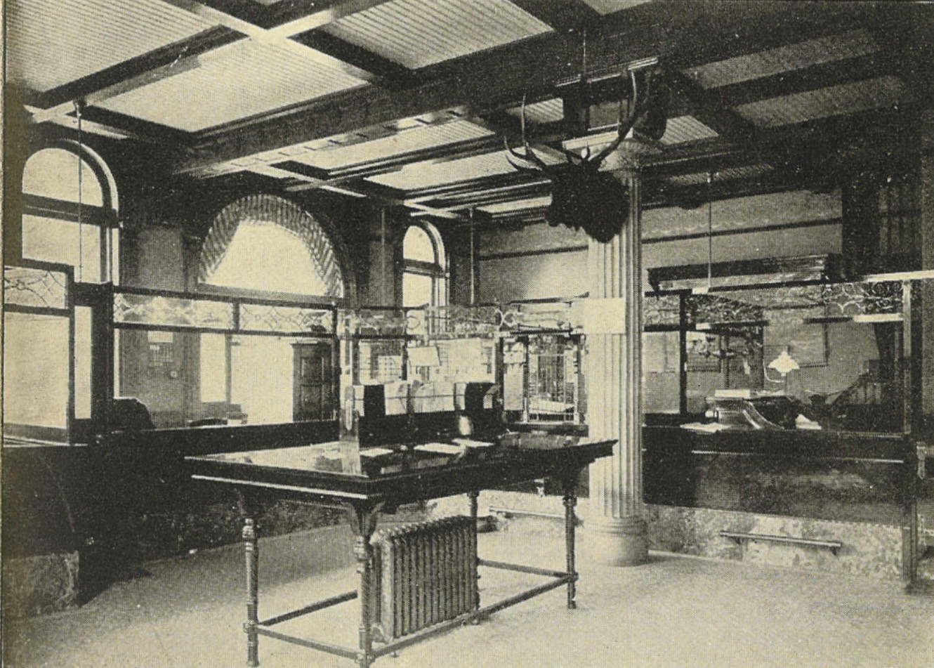 File seattle first national bank interior for Interieur 1900