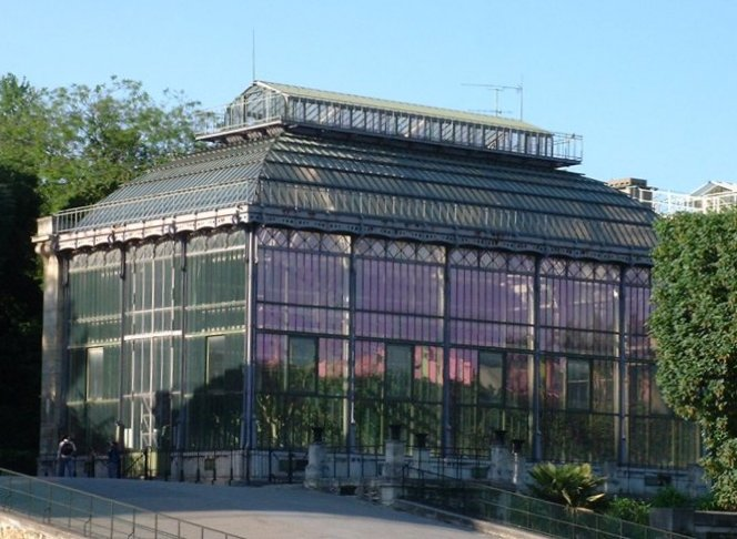 The Mexican hothouse at the Jardin des Plantes, built by Charles Rohault de Fleury from 1834 to 1836, is an early example of metal and glass curtain wall architecture.