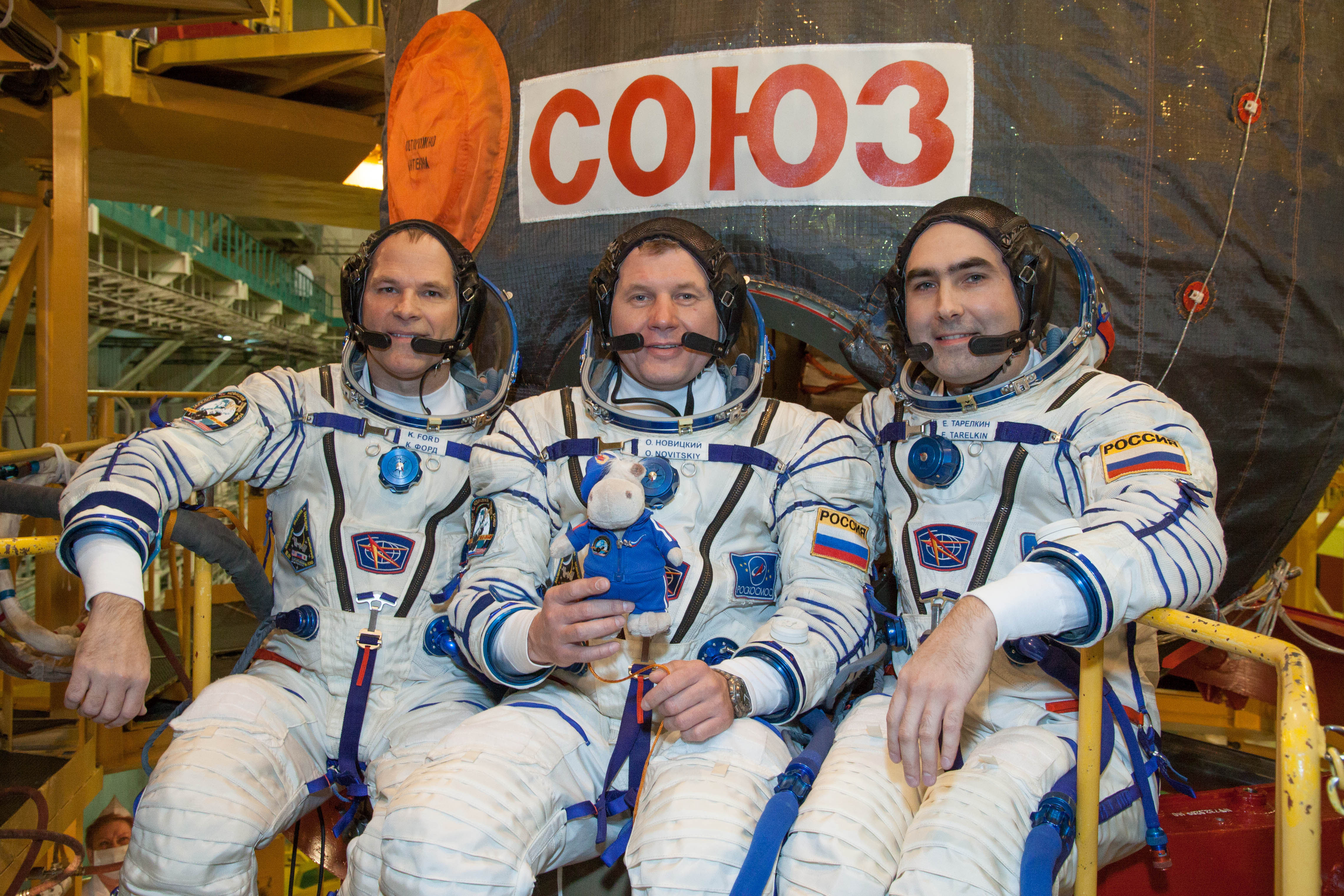 File:<b>Soyuz TMA</b>-<b>06M</b> crew in front of their spacecraft.jpg <b>...</b>