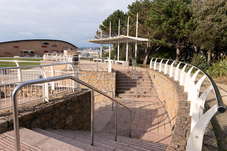 File Steps And Railings At Les Jardins De La Mer Jpg Wikimedia Commons
