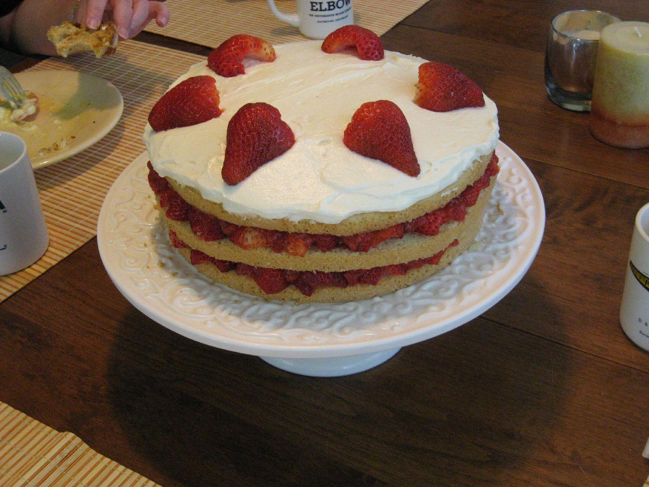 File:Strawberry Cream Cake.jpg - Wikimedia Commons