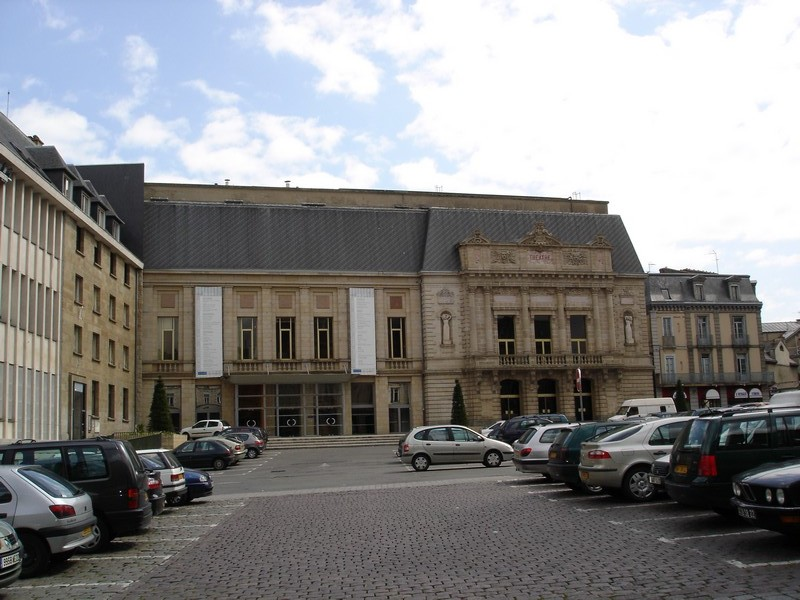 http://upload.wikimedia.org/wikipedia/commons/3/37/Theatre_stb.jpg