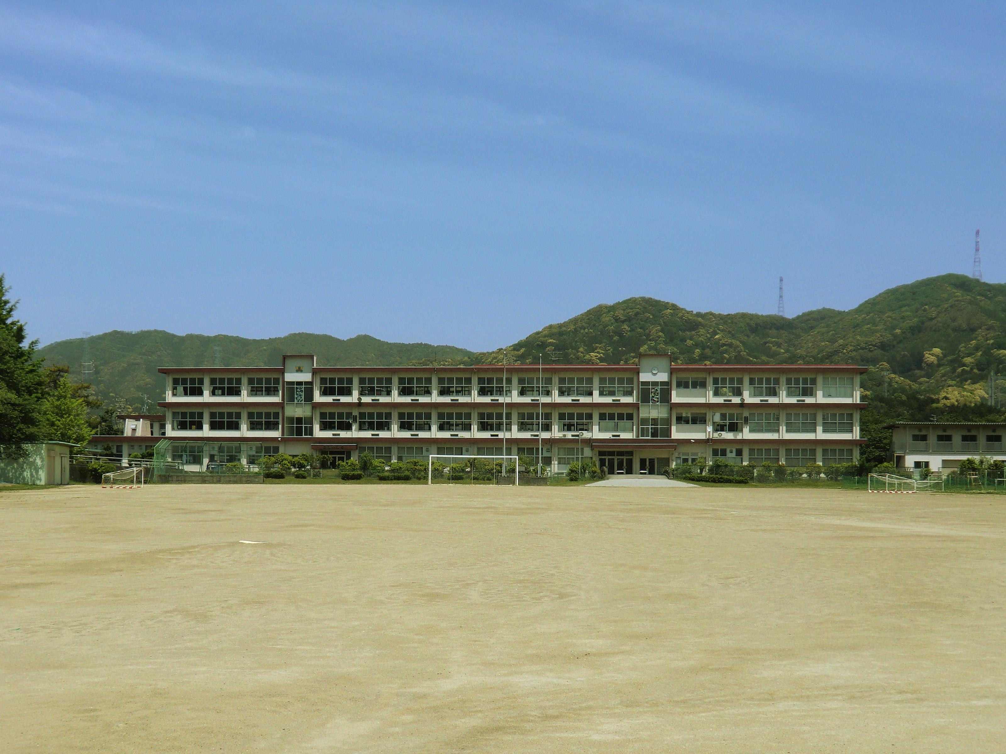 File Toyokawa City Otowa Junior High School 2011 05 15 2 Jpg