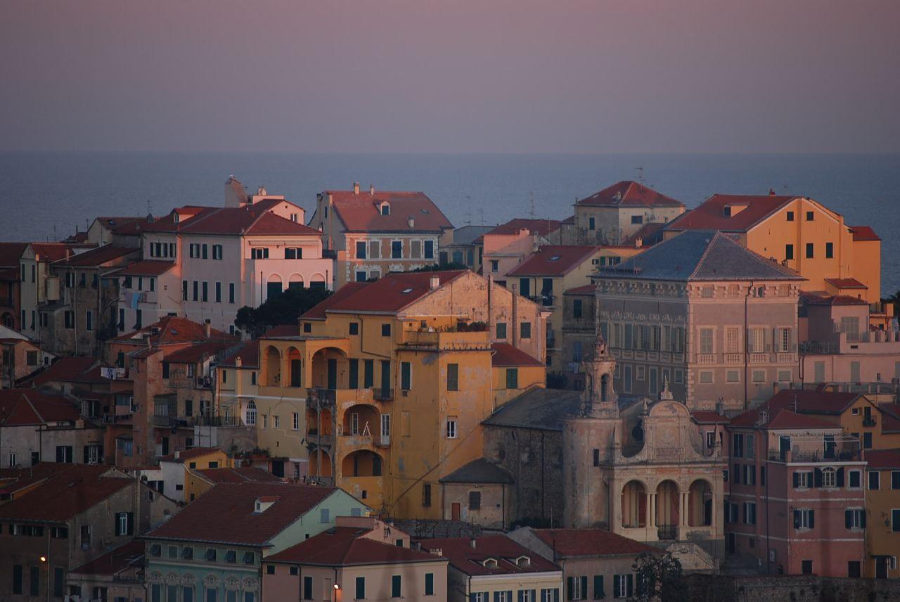 File tramonto case a imperia wikimedia commons for Oneglia imperia