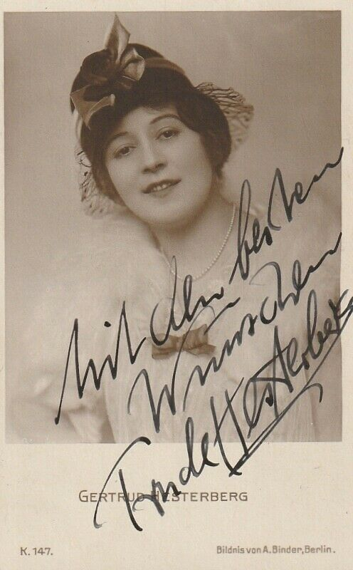 Trude Hesterberg, photographed by Alexander Binder
