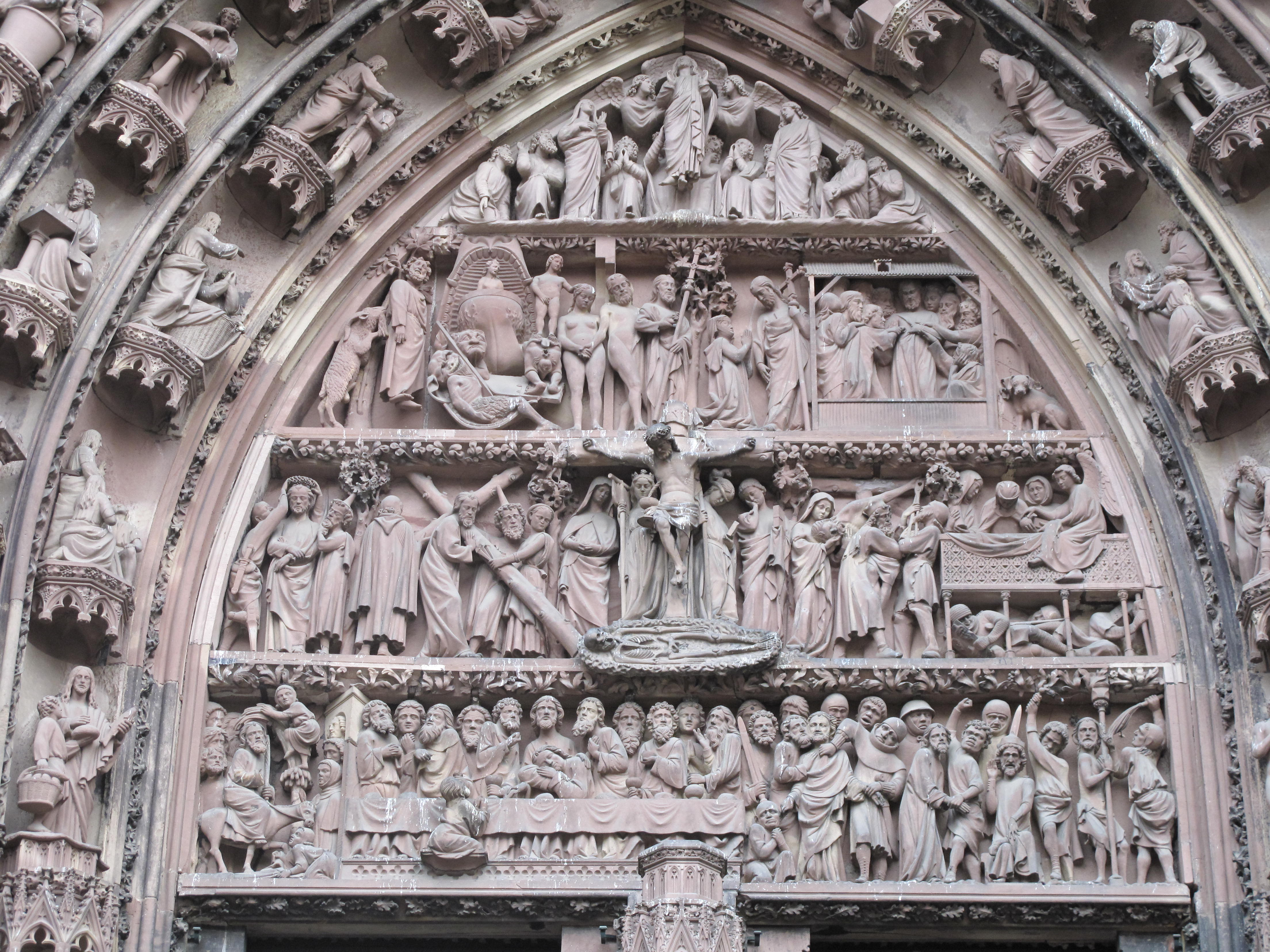 Why France is the land where the sun never setteles - Page 14 Tympanum_of_western_facade_of_Notre-Dame_de_Strasbourg_%28central%29