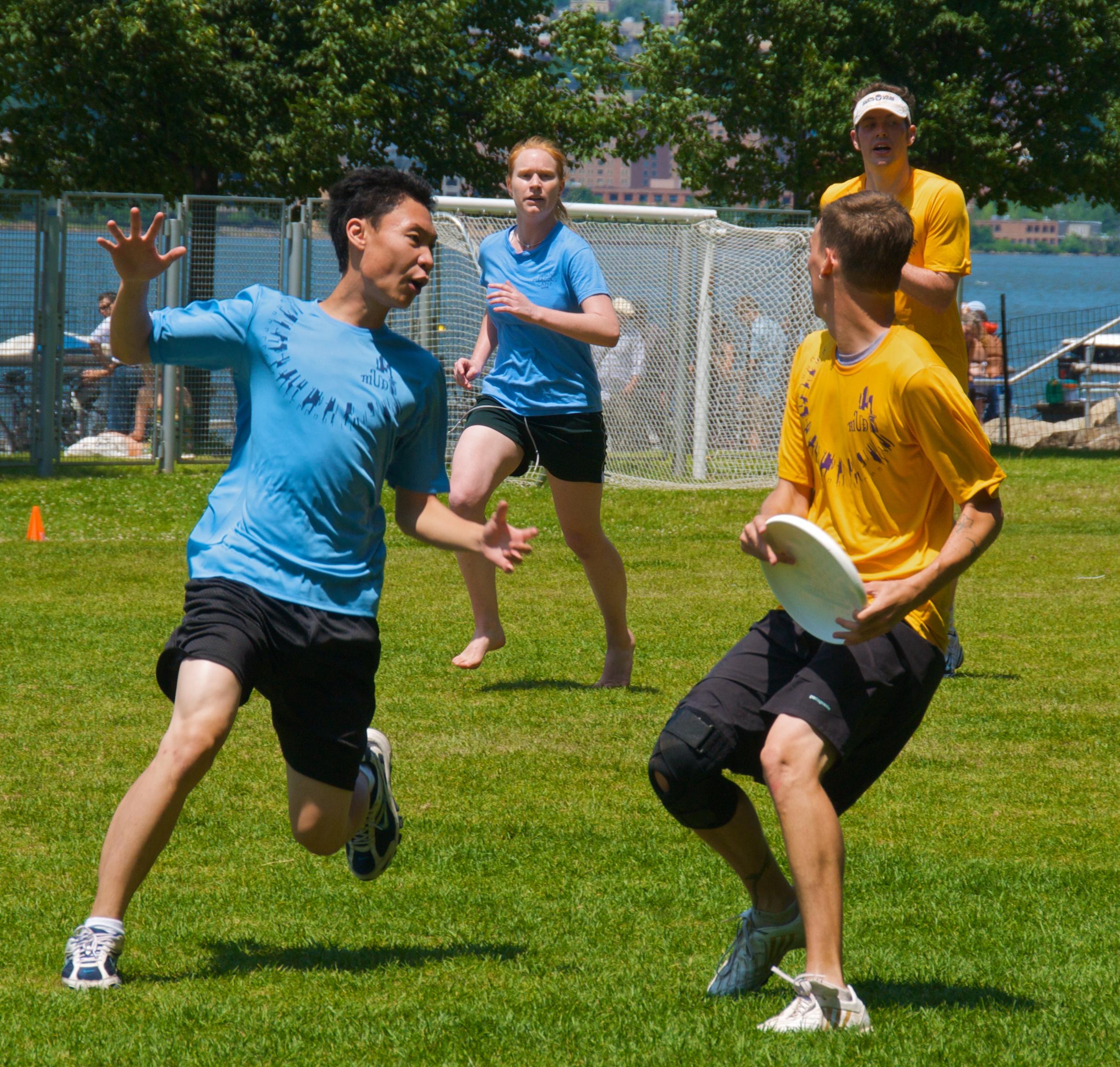 File:Ultimate frisbee, Jul 2009 - 28.jpg - Wikimedia Commons