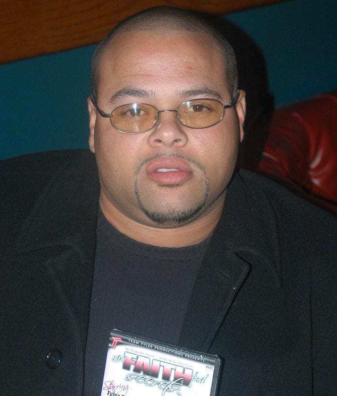 Porn Star Karaoke.jpg Sheldon Fisher Jr's brother, taken at a Porn Star Karaoke event on November 22, 2005. Date 22 November 2005 Source http://www.lukeisback