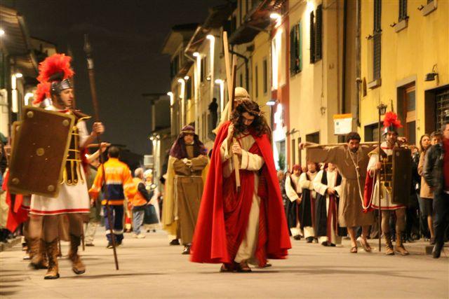 """Un momento della """"Via Crucis"""" che si svolge a Campi Bisenzio (FI)"""