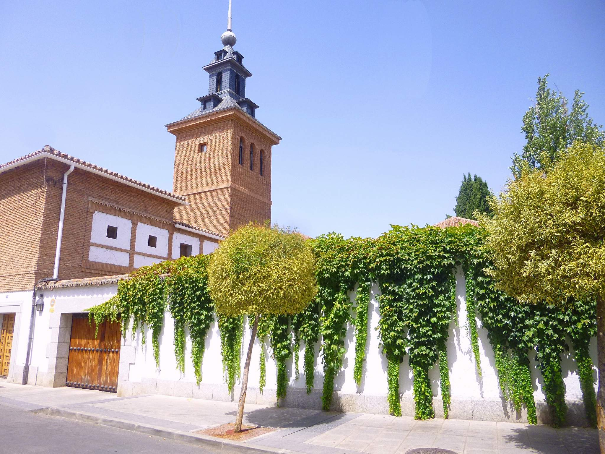 File villaviciosa de od n casa de retiros del opus dei 39 los rosales 39 wikimedia commons - Casas villaviciosa de odon ...