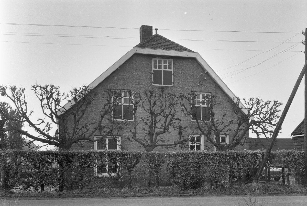 Hoeve van het vlaamse middenlangsdeeltype woonhuis en stal onder rieten dak in barendrecht - Kantoor onder het dak ...
