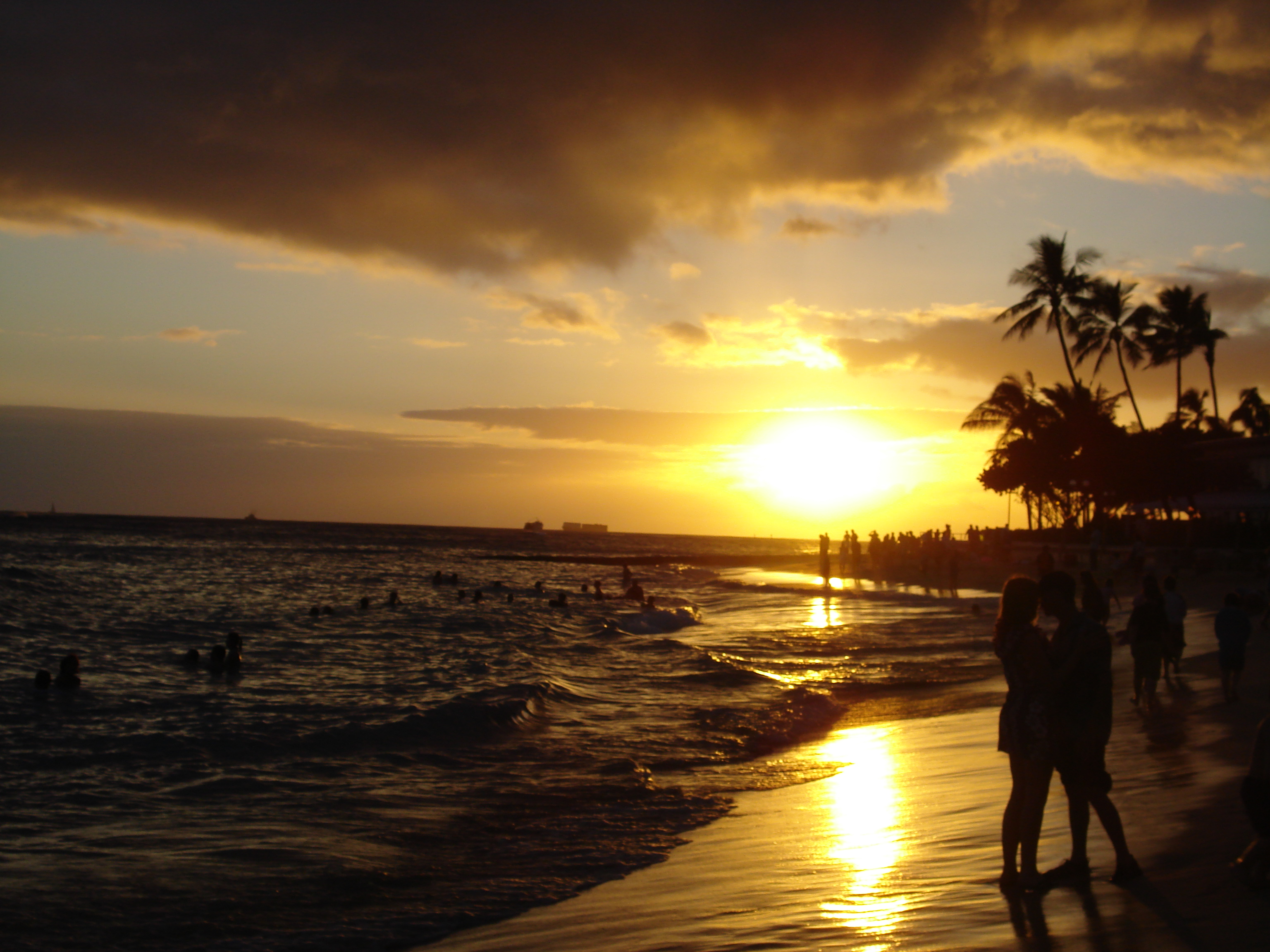 ಚಿತ್ರ:Waikiki Beach at Sunset.jpg