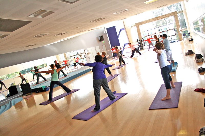 File Yoga Class At A Gym2 Jpg Wikimedia Commons