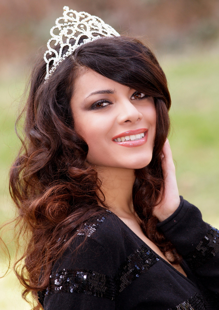 http://upload.wikimedia.org/wikipedia/commons/3/37/Zallascht_Sadat_Miss_Afghanistan_-_e.jpg