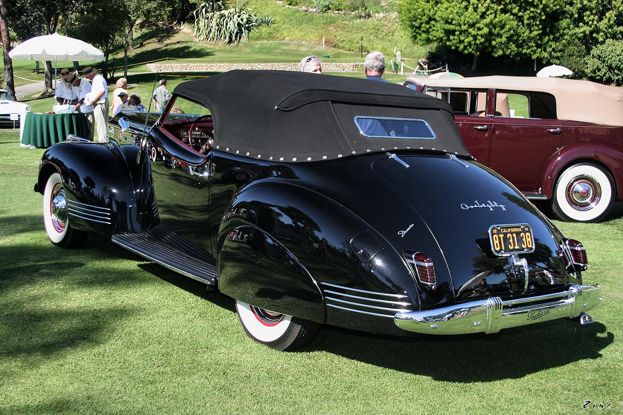 1941_Packard_180_Darrin_convertible_vict