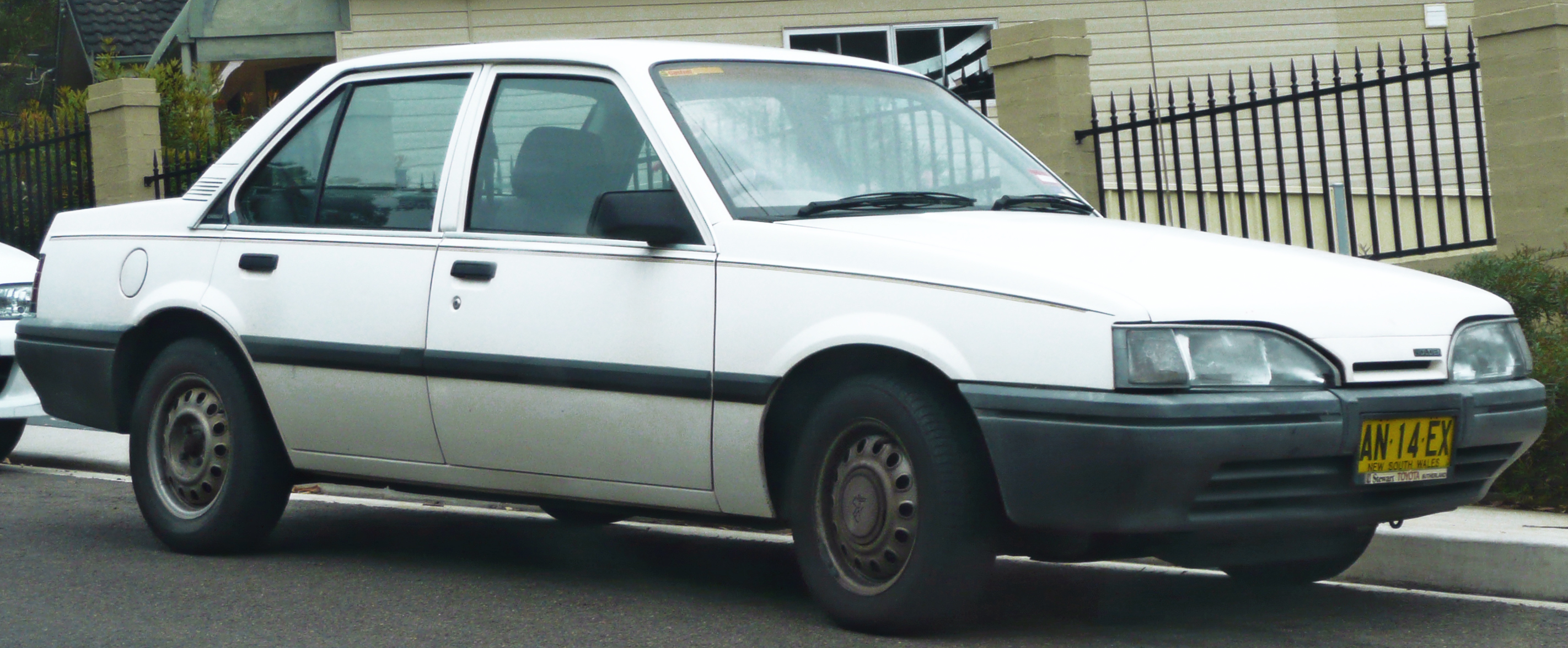 File 1987 1989 Holden Je Camira Sl Sedan 01 Jpg