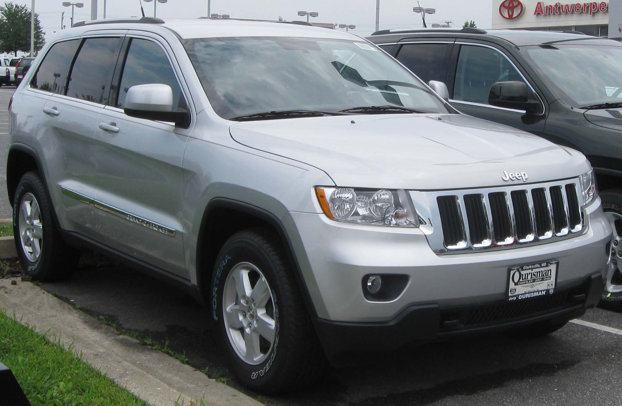 file:2011 jeep grand cherokee -- 08-12-2010 1 - wikimedia commons