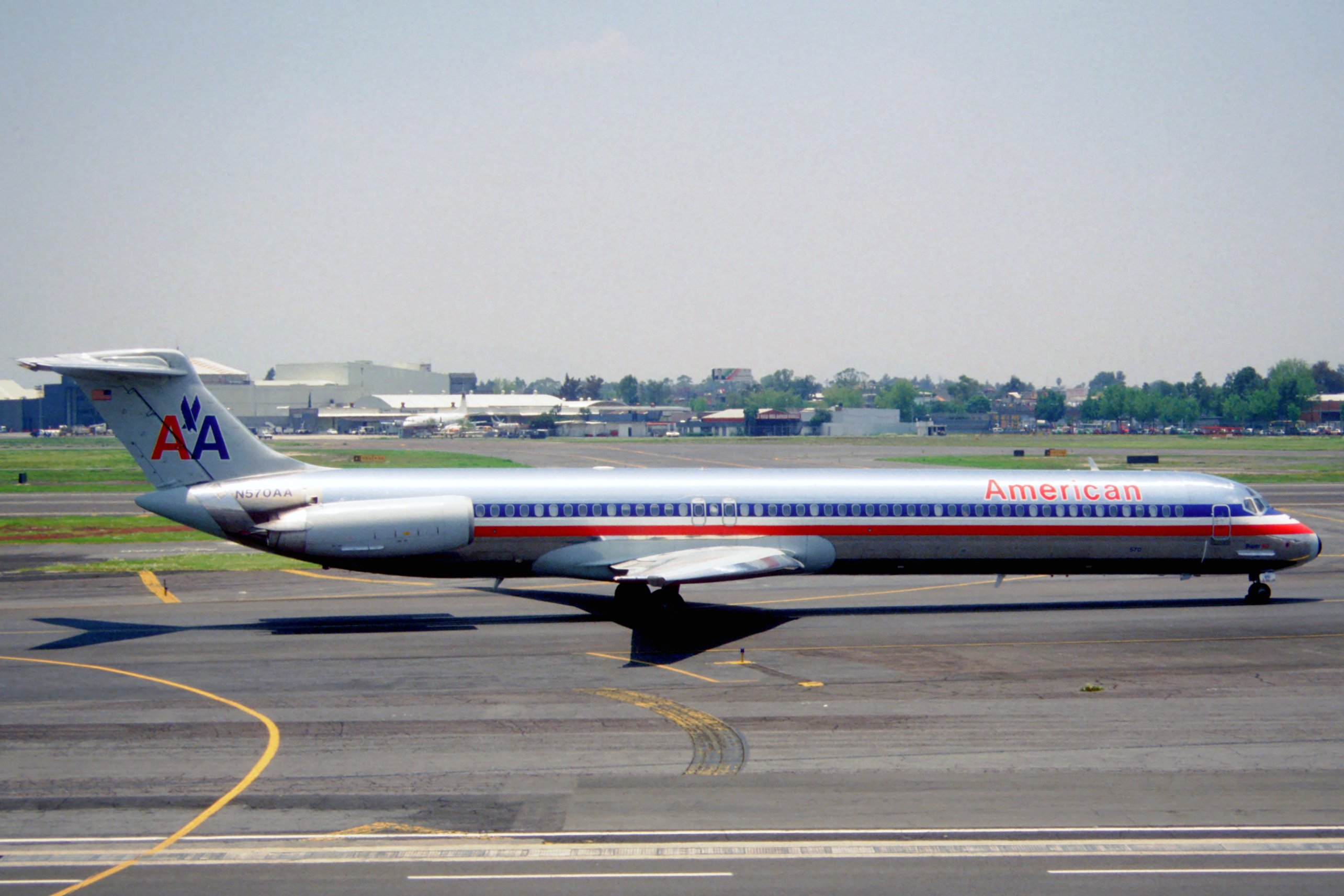 File 250di american airlines md 83 n570aa mex for American airlines plane types