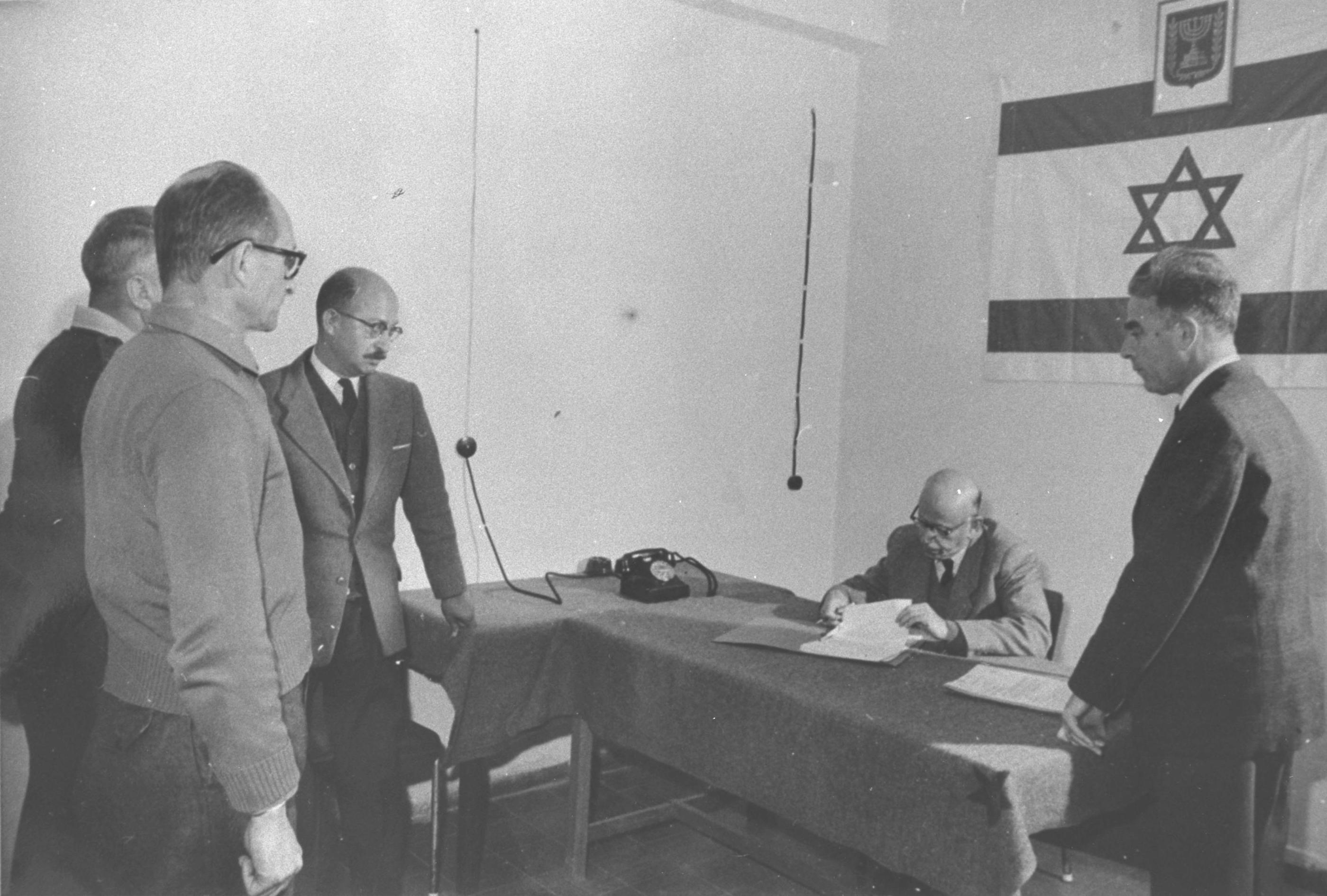 http://upload.wikimedia.org/wikipedia/commons/3/38/Adolf_Eichmann_extension_of_arrest1961.jpg