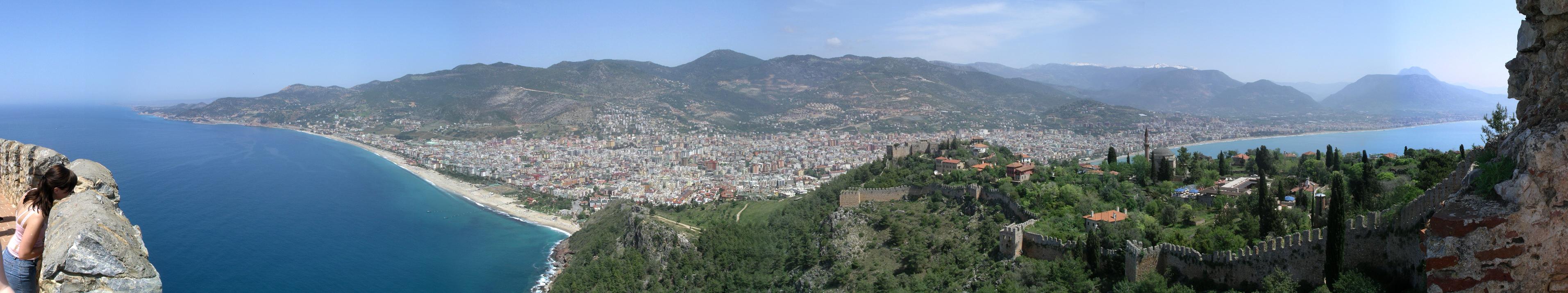 <center>Панорама города с западной стороны полуострова</center>