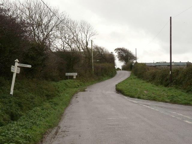 File:Approaching Bradworthy - geograph.org.uk - 1576896.jpg