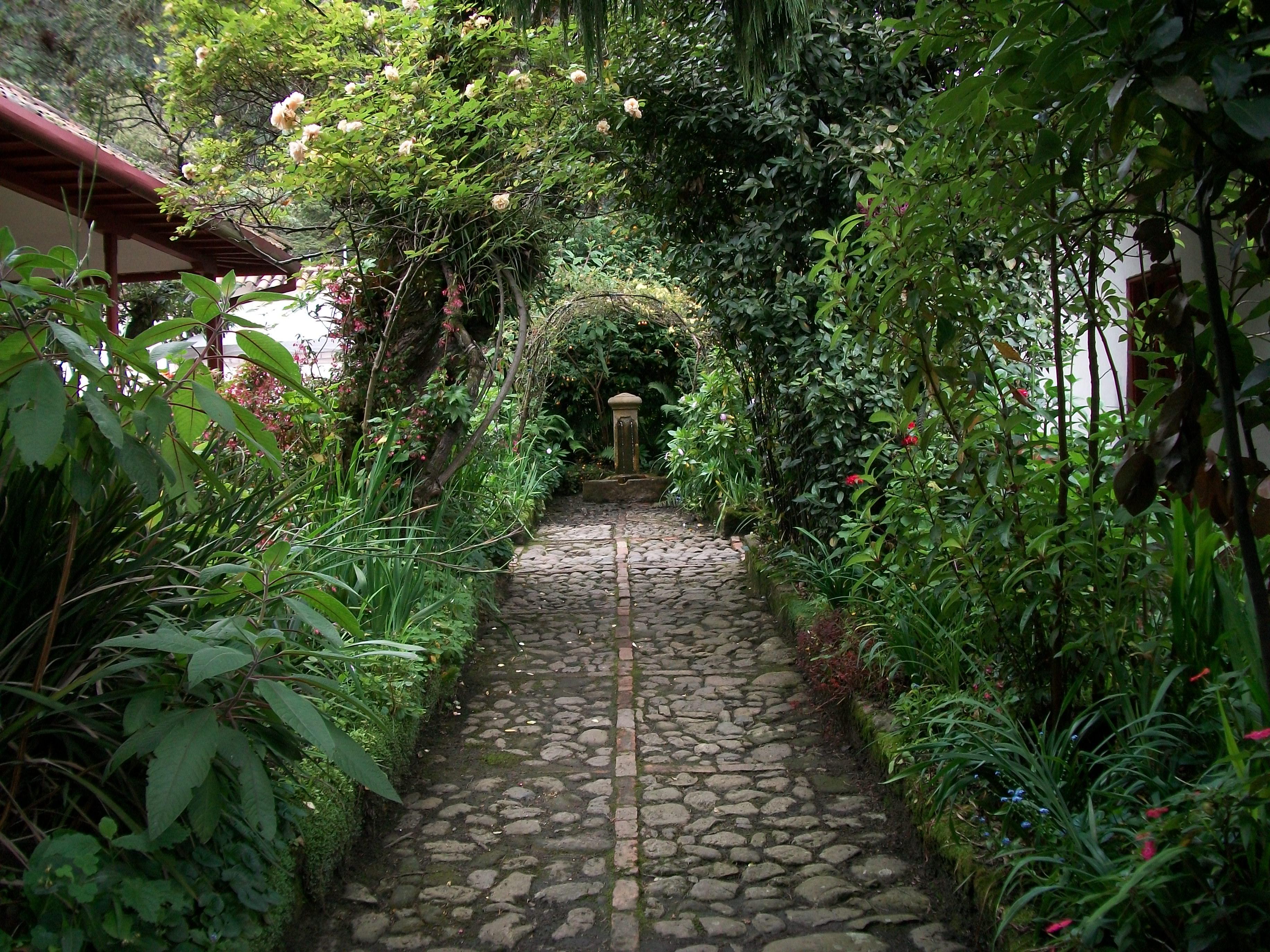 File arcos vegetales en el jard n de la quinta de bol var - Cosas para el jardin ...