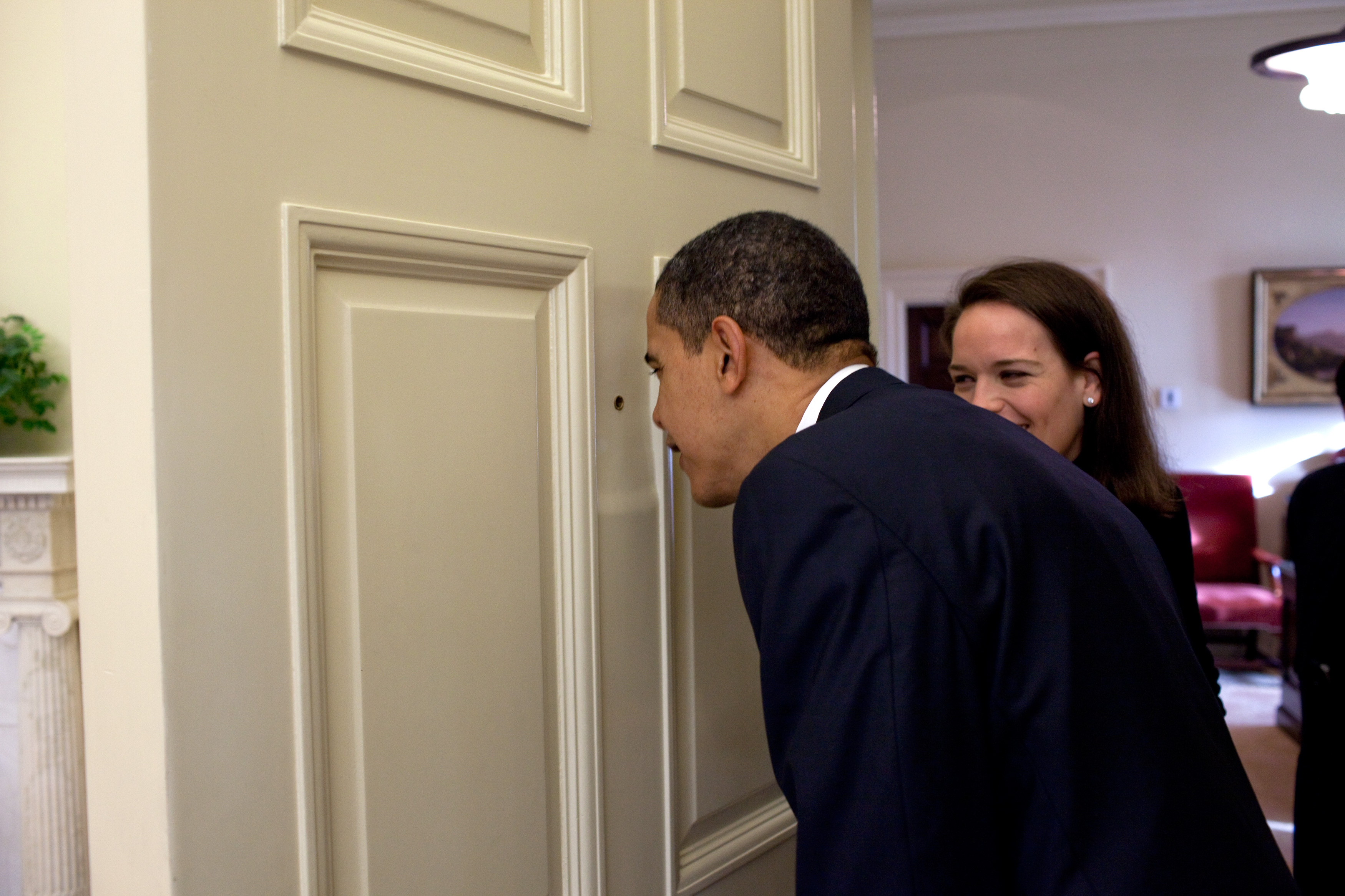 File:Barack Obama Looking Through The Oval Office Door Peephole