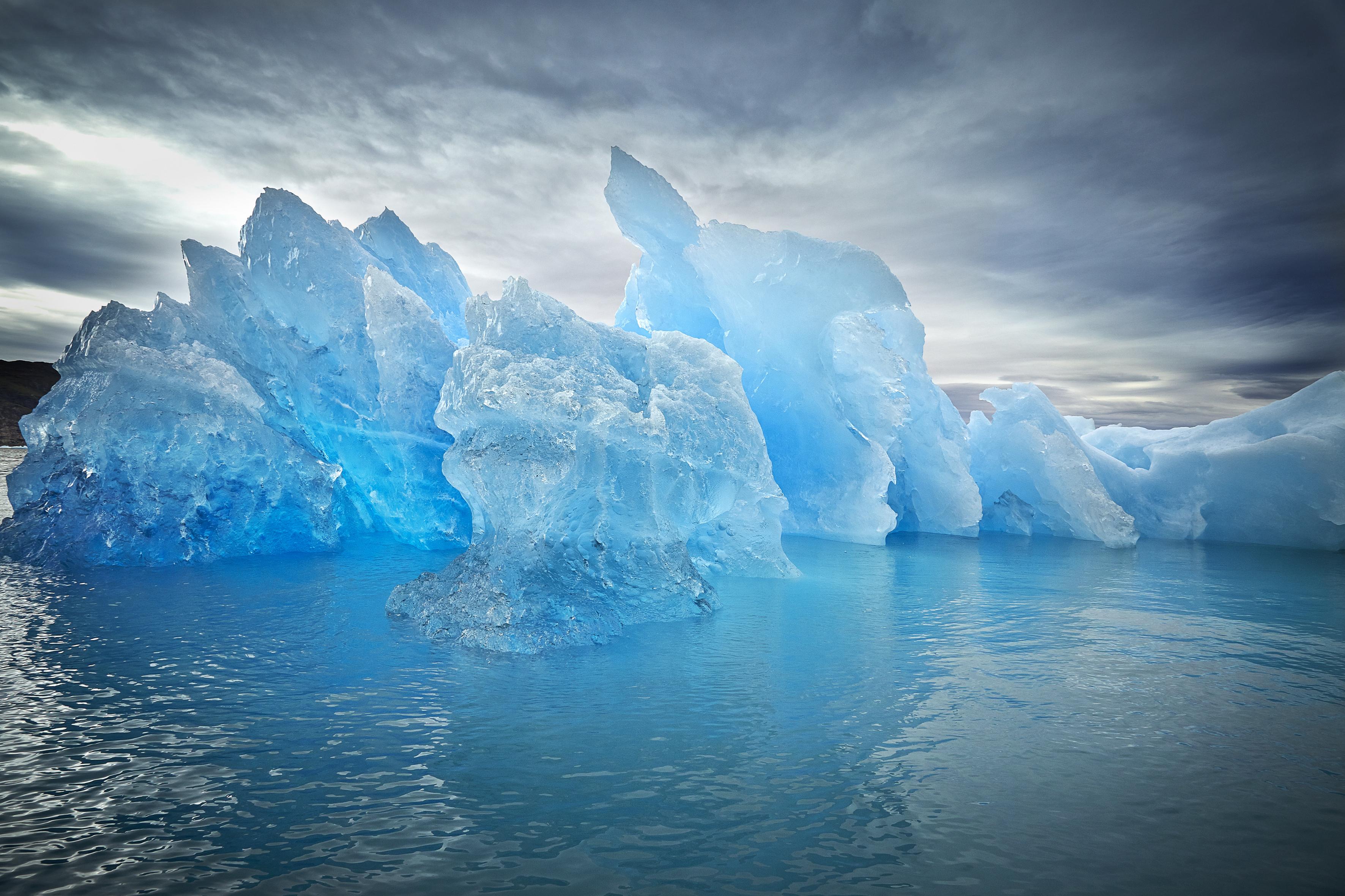 Чистая ледяная вода символ обновления, избавления от связывающих обстоятельств, освобождения от старых неприятных влияний.