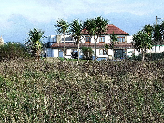 File:Bude - Cliff Hotel - geograph.org.uk - 93565.jpg