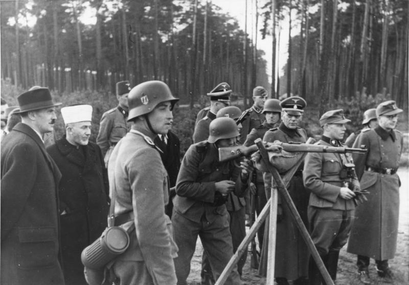 File:Bundesarchiv Bild 146-1974-059-40, Amin al Husseini bei bosnischen SS-Freiwilligen.jpg