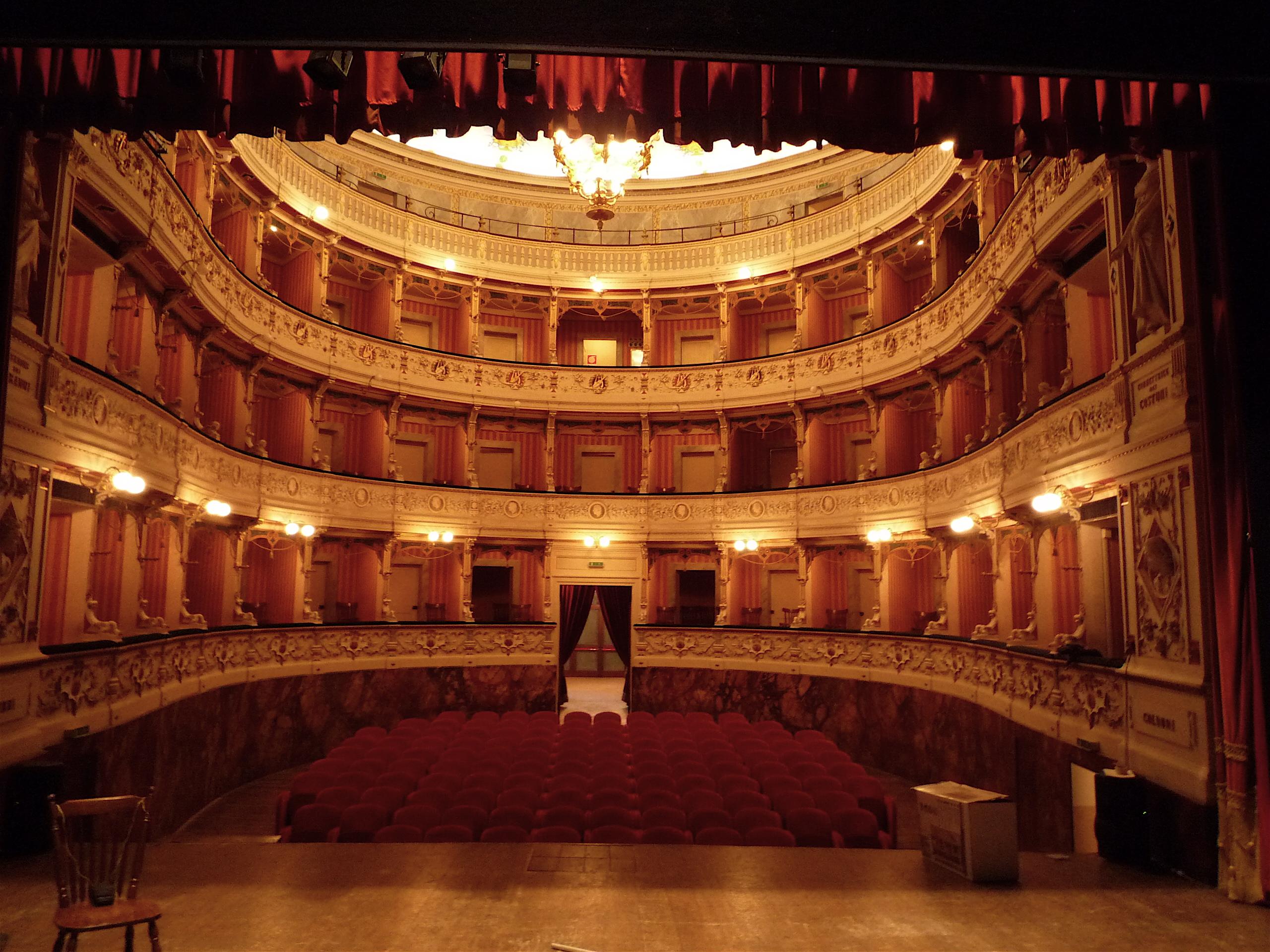 File:Cagli Teatro auditorium.jpg - Wikimedia Commons