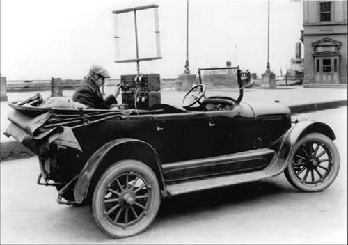 טלפון רדיו מותקן על מכונית - הפודקאסט עושים היסטוריה