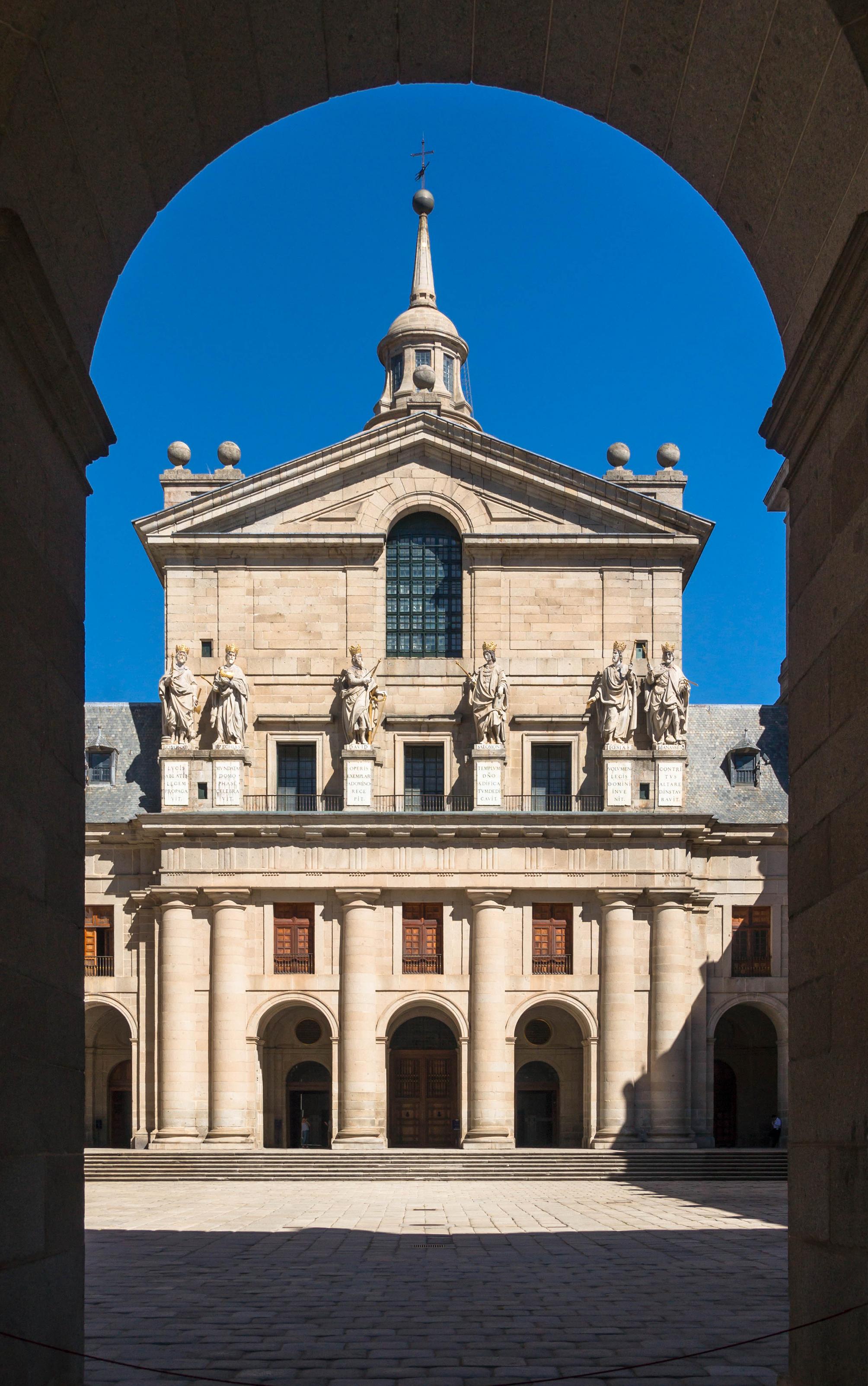 san lorenzo del escorial Monasterio de san lorenzo de el escorial: basílica, patio de reyes, claustros, escalera principal, biblioteca el monasterio se encuentra la ladera del monte.