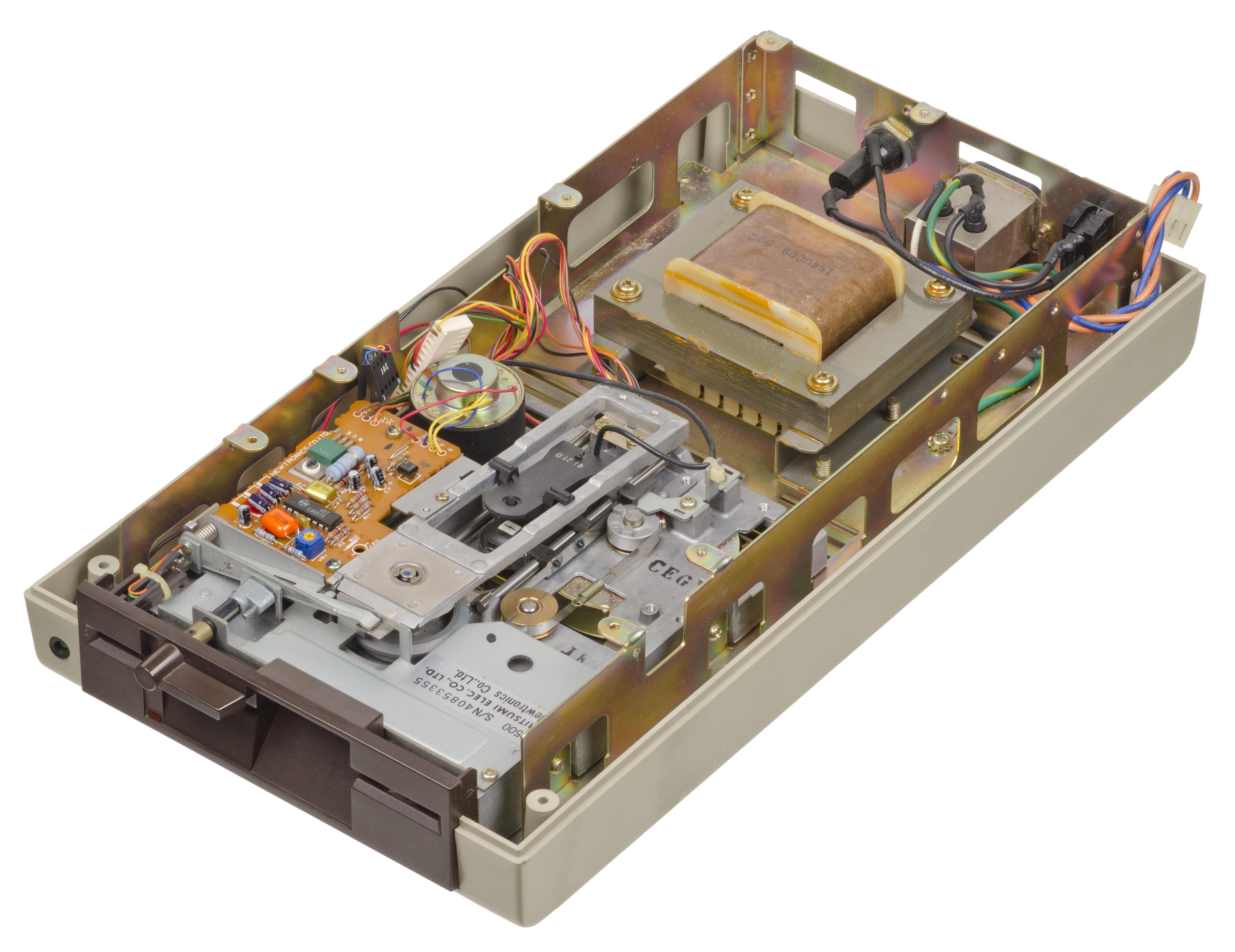 File:Commodore-64-1541-Floppy-Drive-07 jpg - Wikimedia Commons