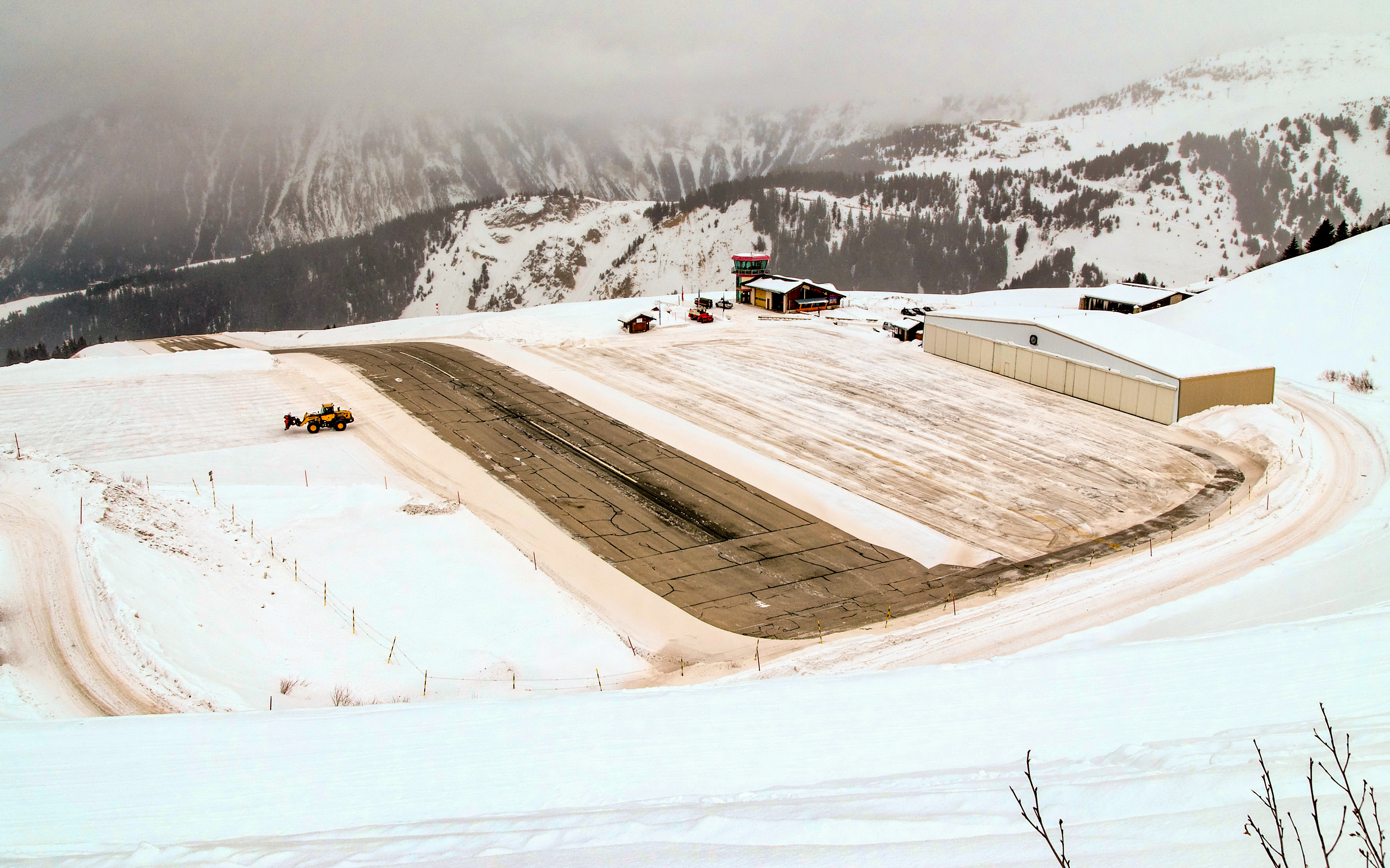 Courchevel altiport in snow - Wiki