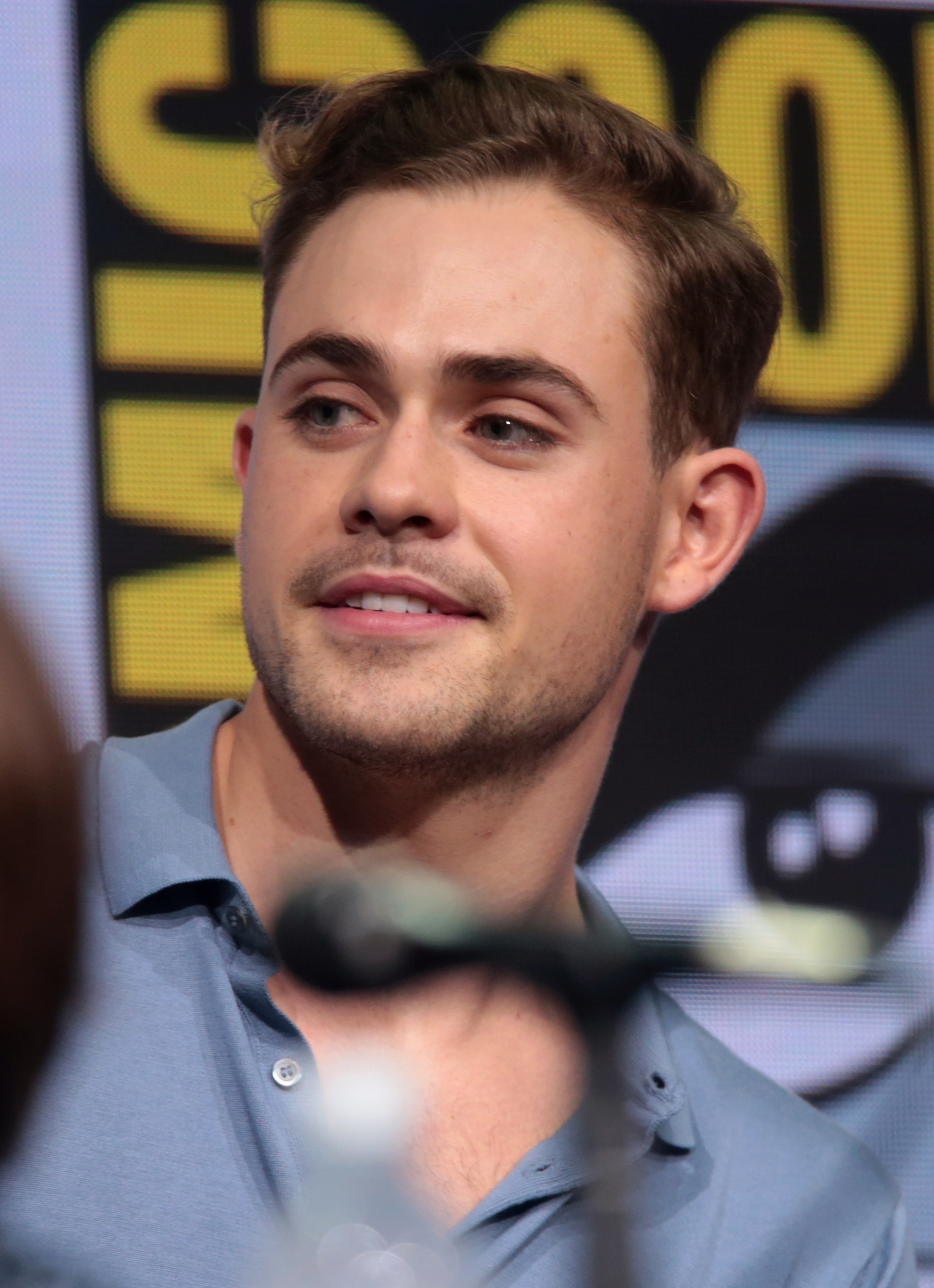 The 23-year old son of father (?) and mother(?) Dacre Montgomery in 2018 photo. Dacre Montgomery earned a  million dollar salary - leaving the net worth at 1 million in 2018