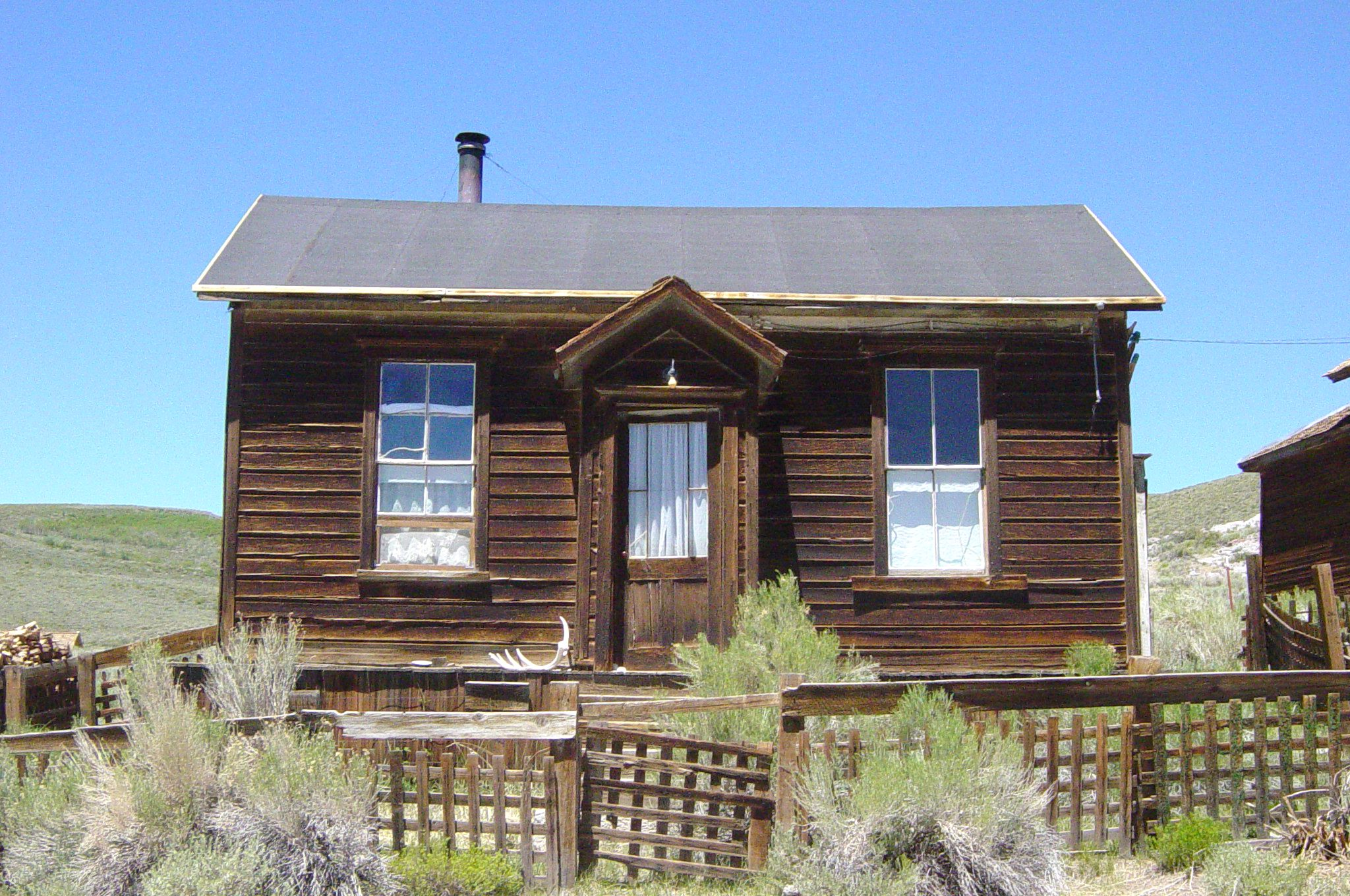 File donnelly house in bodie wikimedia for Donnelly house