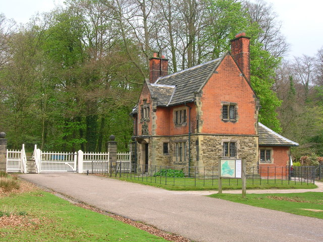 Dunham Park Lodge - geograph.org.uk - 1253353