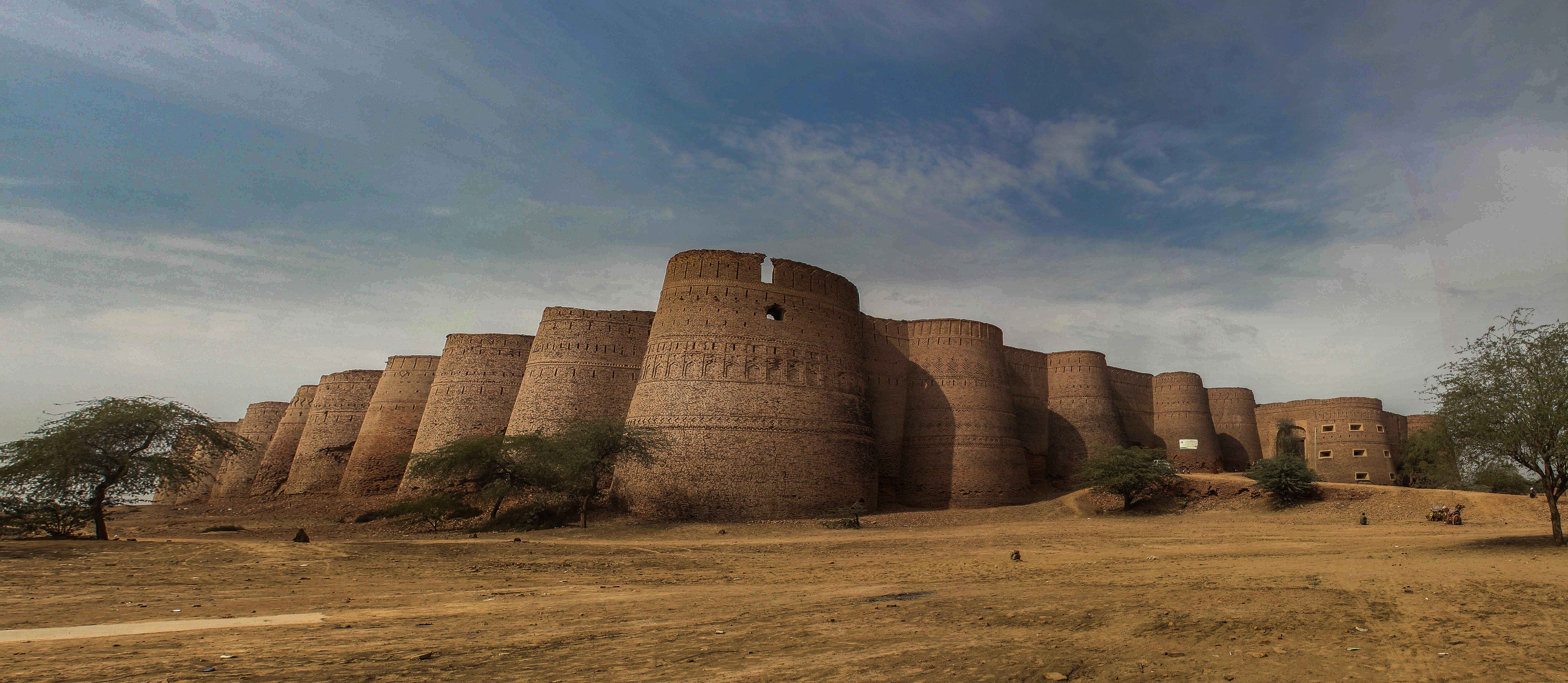 Derawar Fort 800 Years Old Ruins IN Cholistan Desert