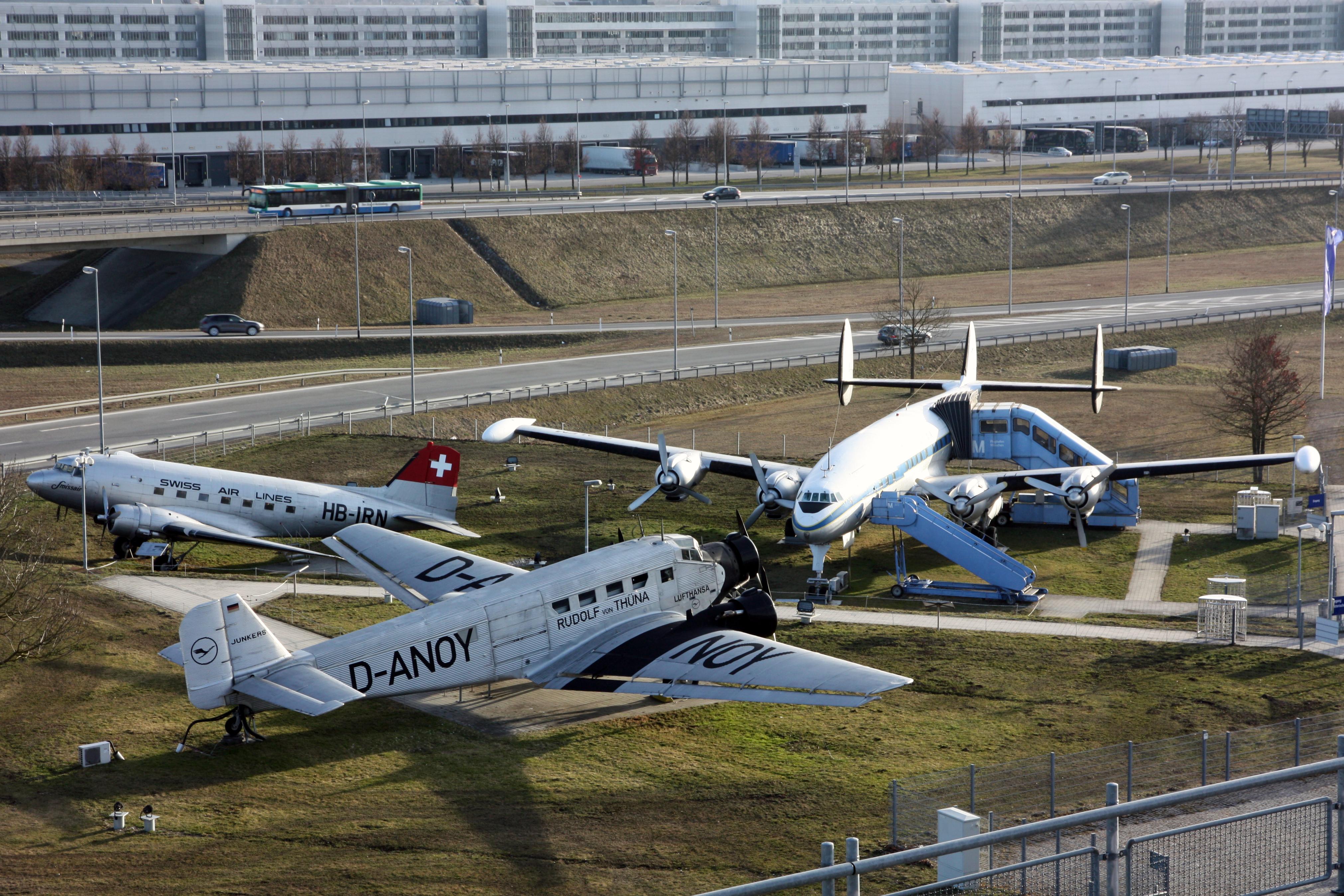 Neue Dusche Planen : Planes at Munich Airport