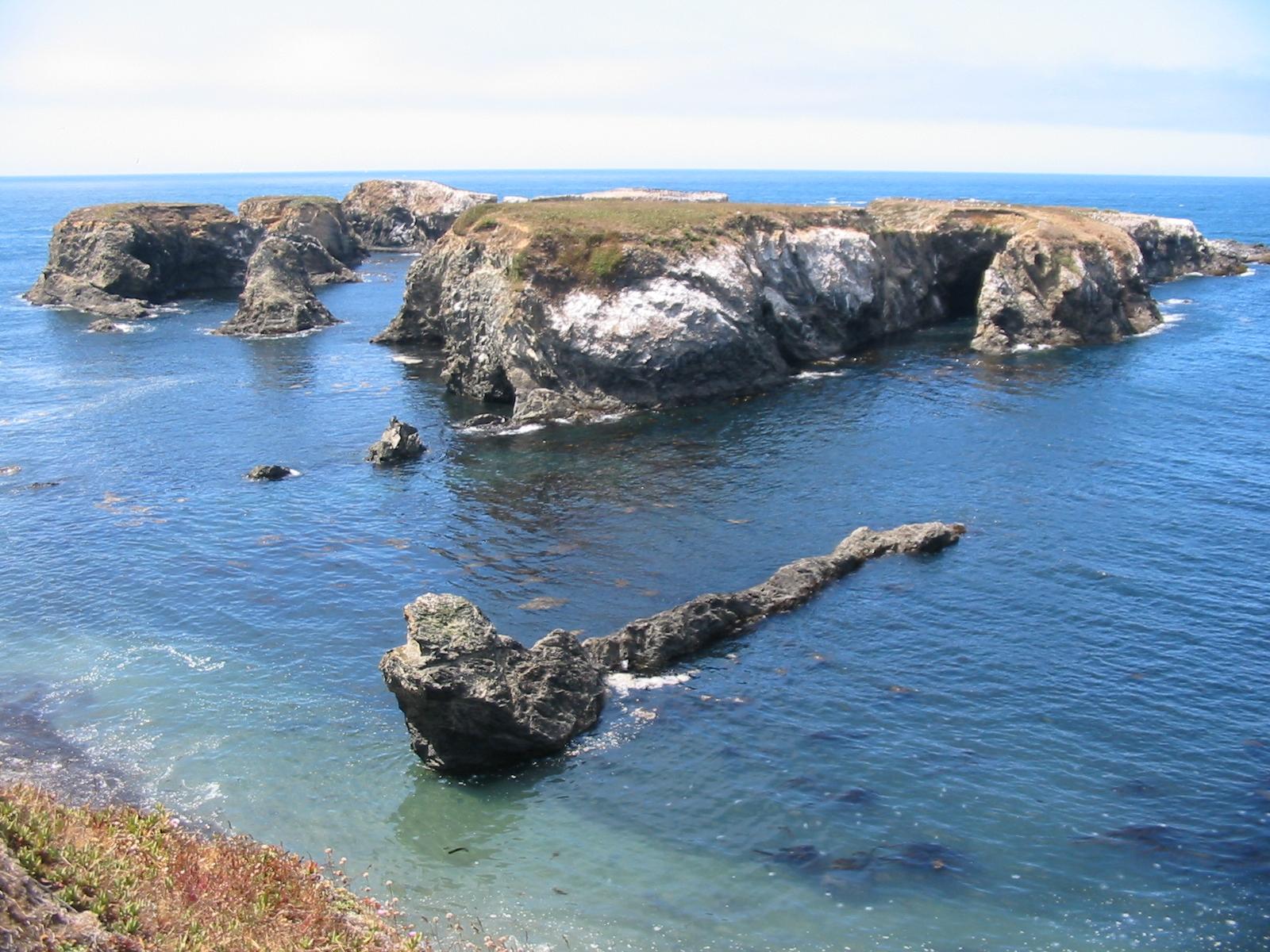 File:Islands off mendocino.jpg - Wikipedia