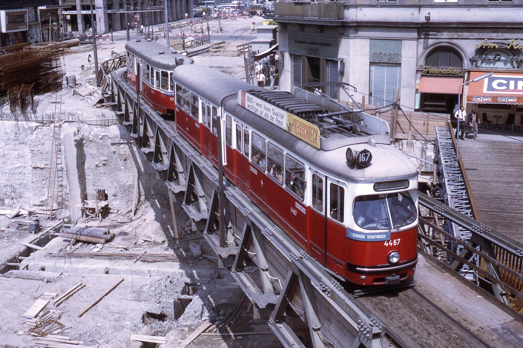 File:JHM-1970-1058 - Vienne (Wien), tramway.jpg