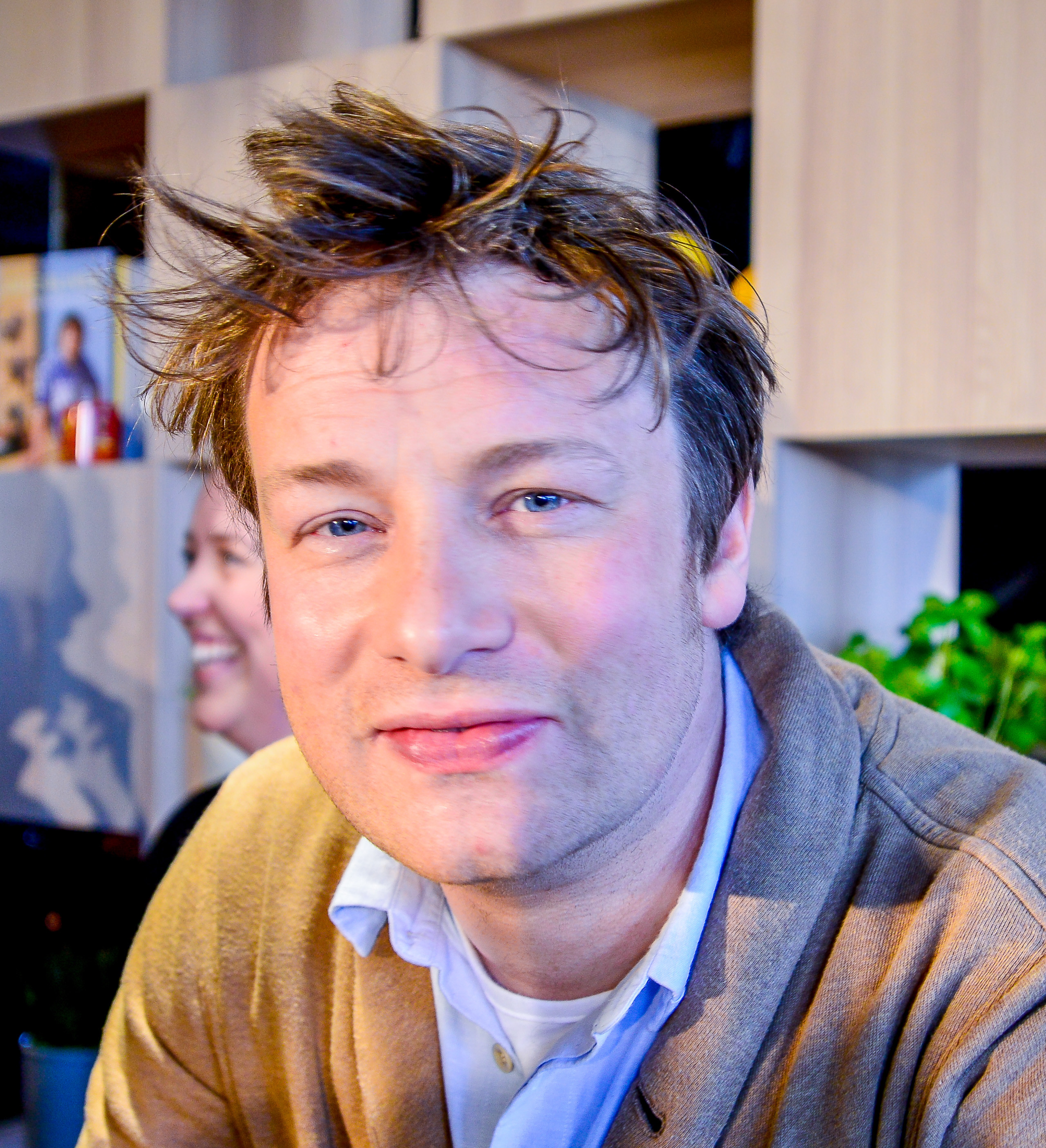 The 43-year old son of father Trevor Oliver and mother Sally Oliver Jamie Oliver in 2018 photo. Jamie Oliver earned a 18 million dollar salary - leaving the net worth at 400 million in 2018