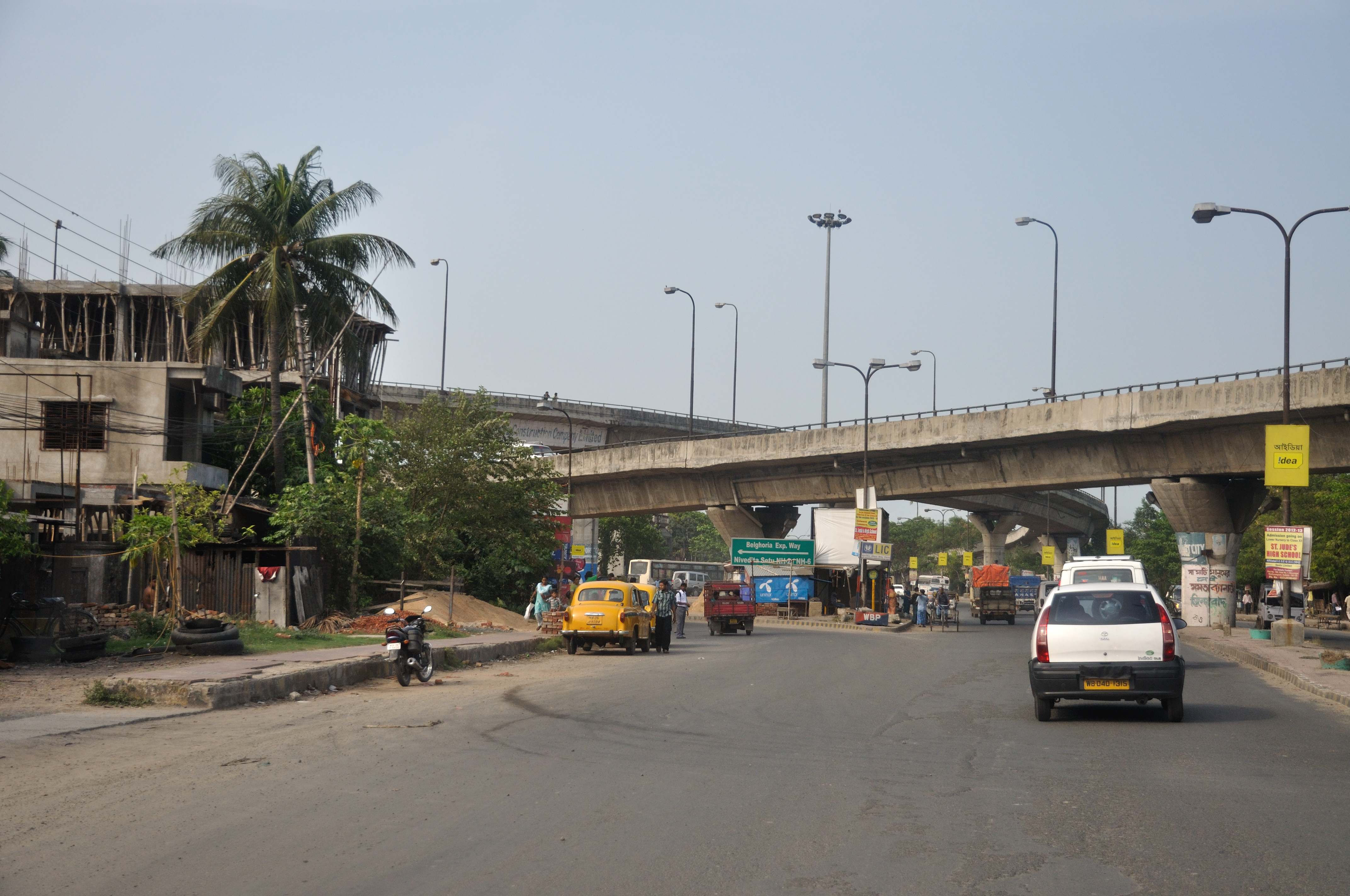 File:Jessore Road & Belghoria Expressway Crossing - Dum Dum