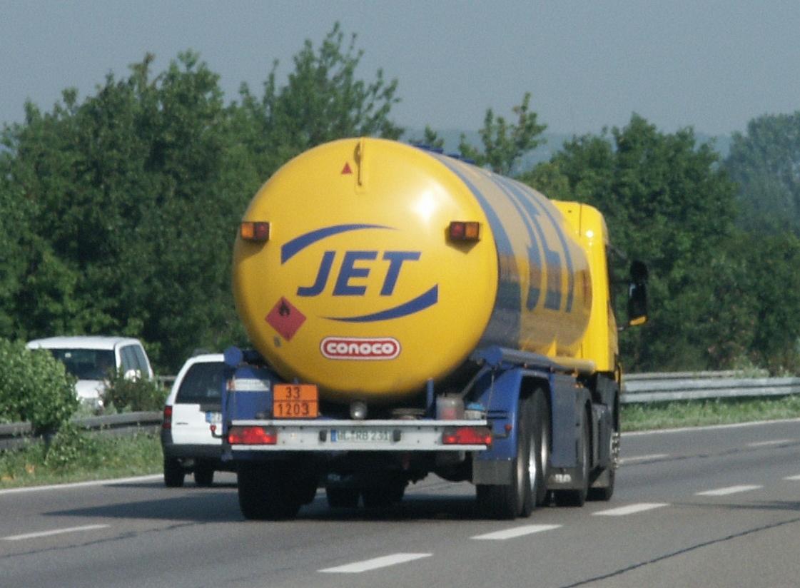https://upload.wikimedia.org/wikipedia/commons/3/38/Jet-tank.jpg